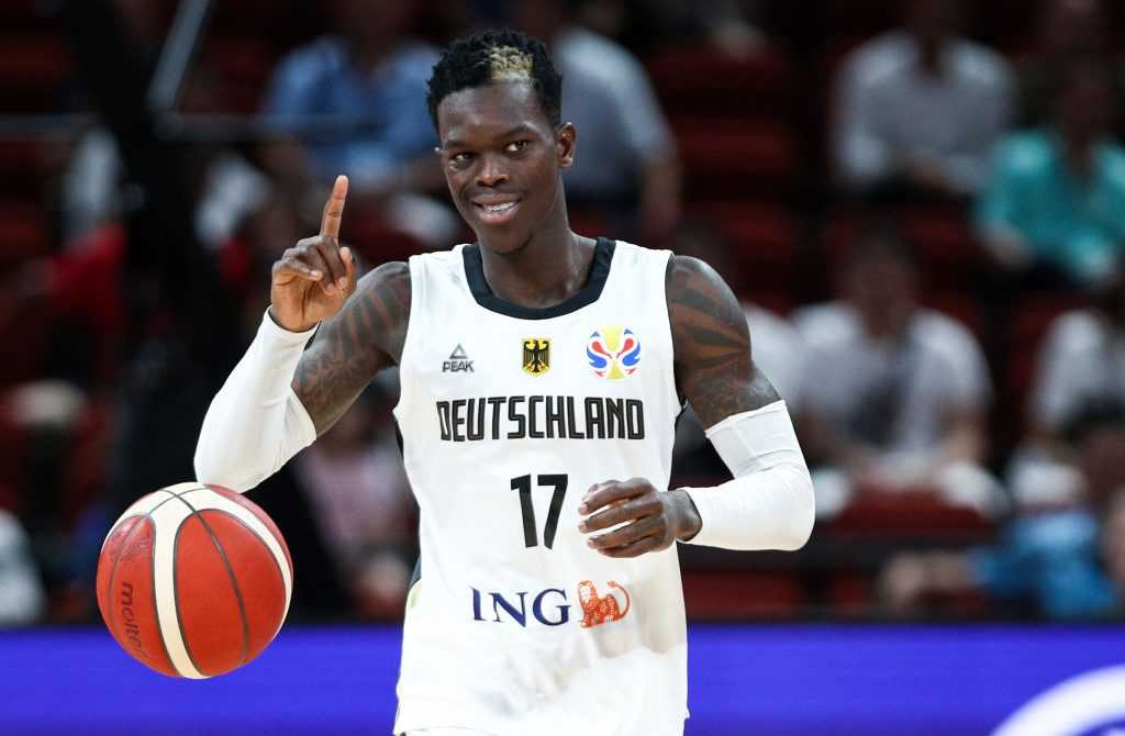 Dennis Schröder im Dress der Nationalmannschaft in Aktion